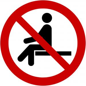 P018 - Sitzen verboten - selbstklebend  preis-günstig kaufen